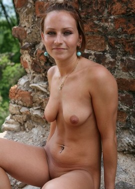 Sexy girl nude tits