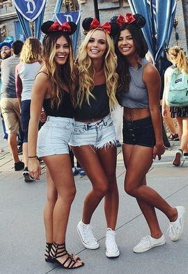 Hot College Girls in Short Jeans.